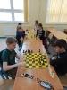 Uczniowie klasy III c graja w szachy_2
