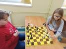 Uczniowie klasy III c graja w szachy_4