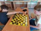 Uczniowie klasy III c graja w szachy_9